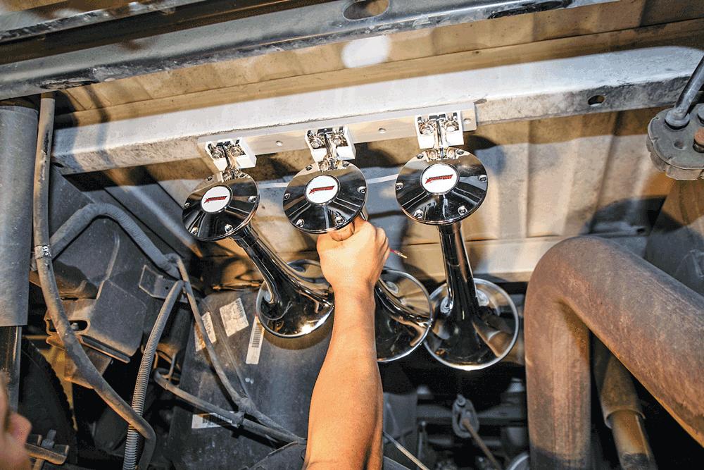 Kleinn Train Horn with Spare Tire Location Horn Mount